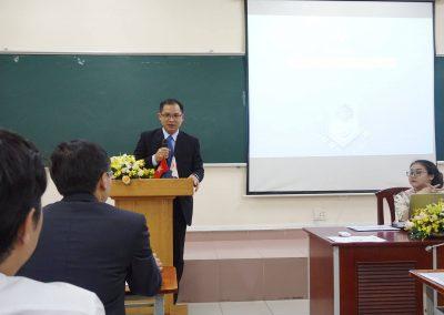 Thầy Đặng Đăng Tùng phát biểu tại buổi khai giảng