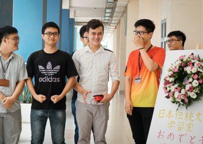 Sinh viên VJEP mừng khai trương phòng văn hóa Nhật Bản