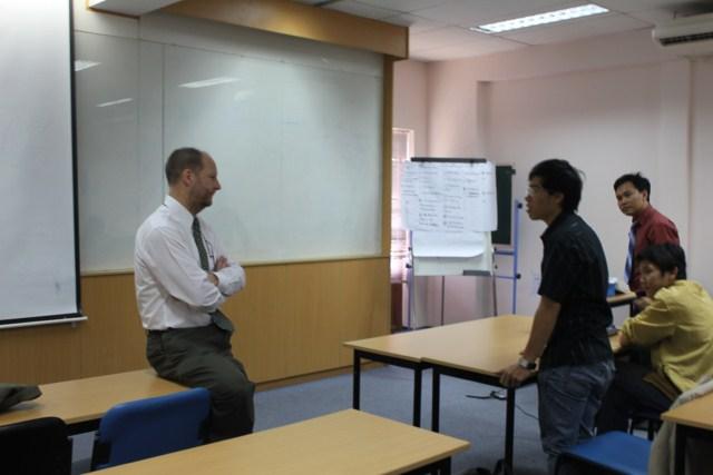 Sinh viên Đặng Hồ Bắc - Chương trình Dầu Khí đặt câu hỏi với giáo sư