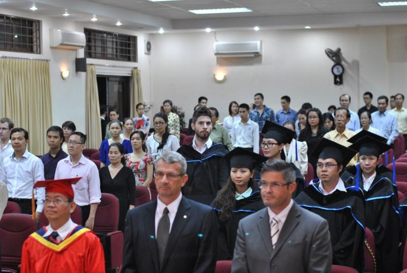 Chúc mừng 19 Tân Thạc sĩ Khóa 1 chương  trình EMBA-MCI