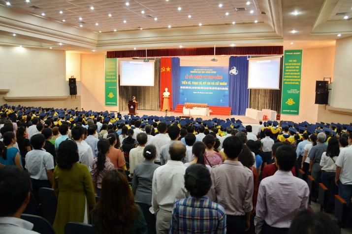 Tot-nghiep-BK-25042014 02