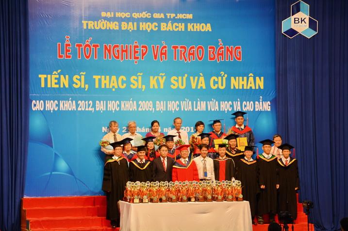Tot-nghiep-BK-25042014 05