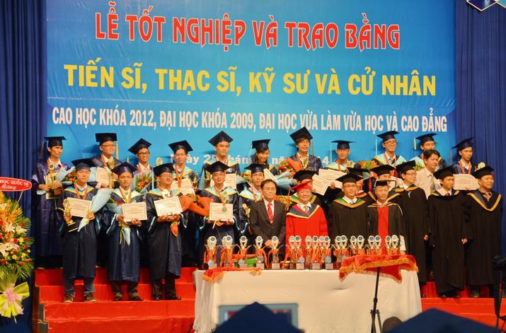 Tot-nghiep-BK-25042014 06