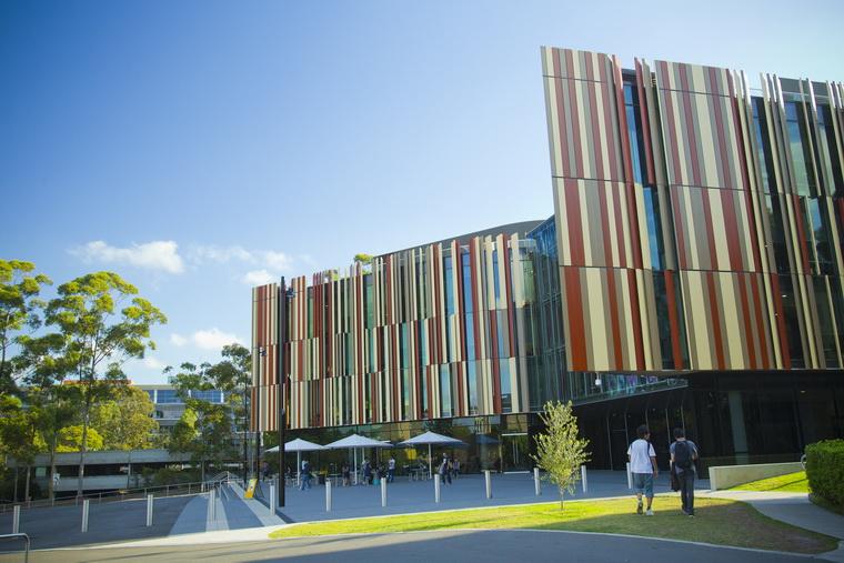Macquarie University meets HCMUT 03