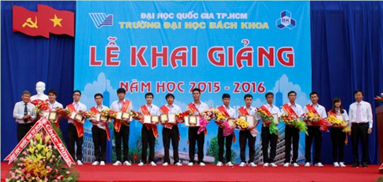 Khai giang DHBK 2015 2016 Khen thuong SV xuat sac