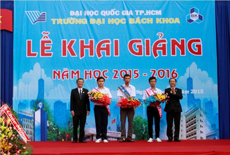 Khai giang DHBK 2015 2016 Trao hoc bong Thu khoa A khoa