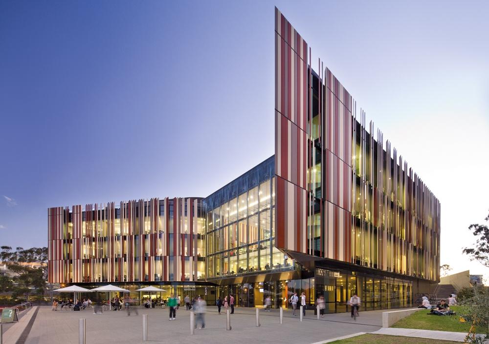 DHBK TPHCM Macquarie University 01