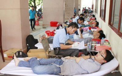 Sinh viên Bách Khoa tham gia hiến máu tình nguyện