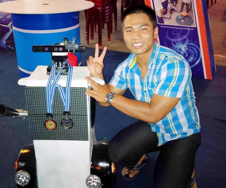 Mai Ho Duy Tan 04 san pham doat giai CC Robot