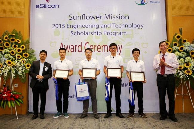 22 SV ĐH Bách khoa TP.HCM nhận học bổng Sunflower Mission