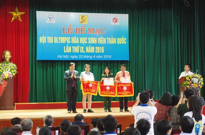 DHBK dat giai Nhi Olympic Hoa 2016 04