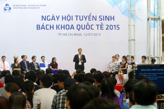 Ngay hoi Tuyen sinh BKQT 2015 01