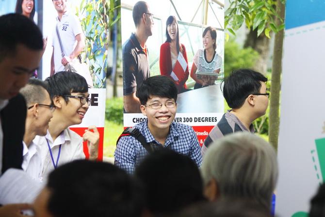 Ngay hoi Tuyen sinh BKQT 2015 09