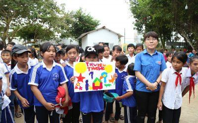 Đoàn Trường Bách Khoa tổ chức vui Tết Trung Thu cho trẻ em Trà Vinh