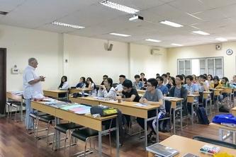 Chuyên gia IDP tập huấn thi IELTS cho SV OISP