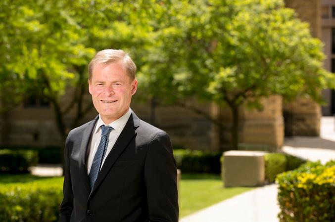 Peter Rathjen Adelaide Dai hoc Bach khoa