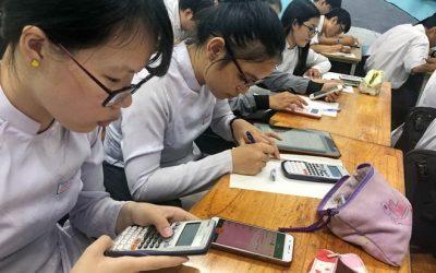 Nhiều trường THPT đã cho làm kiểm tra trên máy tính