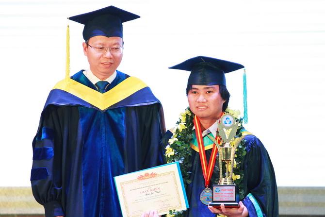 Mai Le Thai tot nghiep OISP 2019