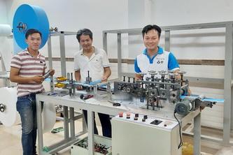 Bách khoa ra mắt máy sản xuất khẩu trang y tế