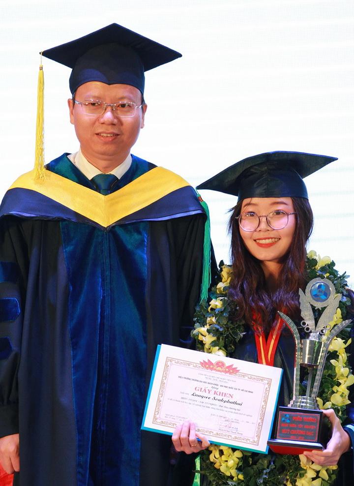 Lungsee Soukpha - Huy chương Bạc tốt nghiệp - Quản lý Công nghiệp - chương trình Chất lượng cao