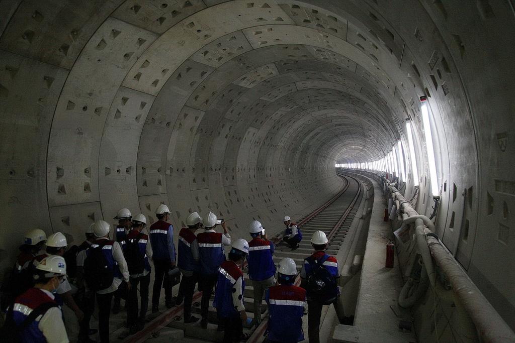 Sinh viên Xây dựng Chất lượng cao Bách khoa tham quan tuyến metro số 1 Bến Thành - Suối Tiên