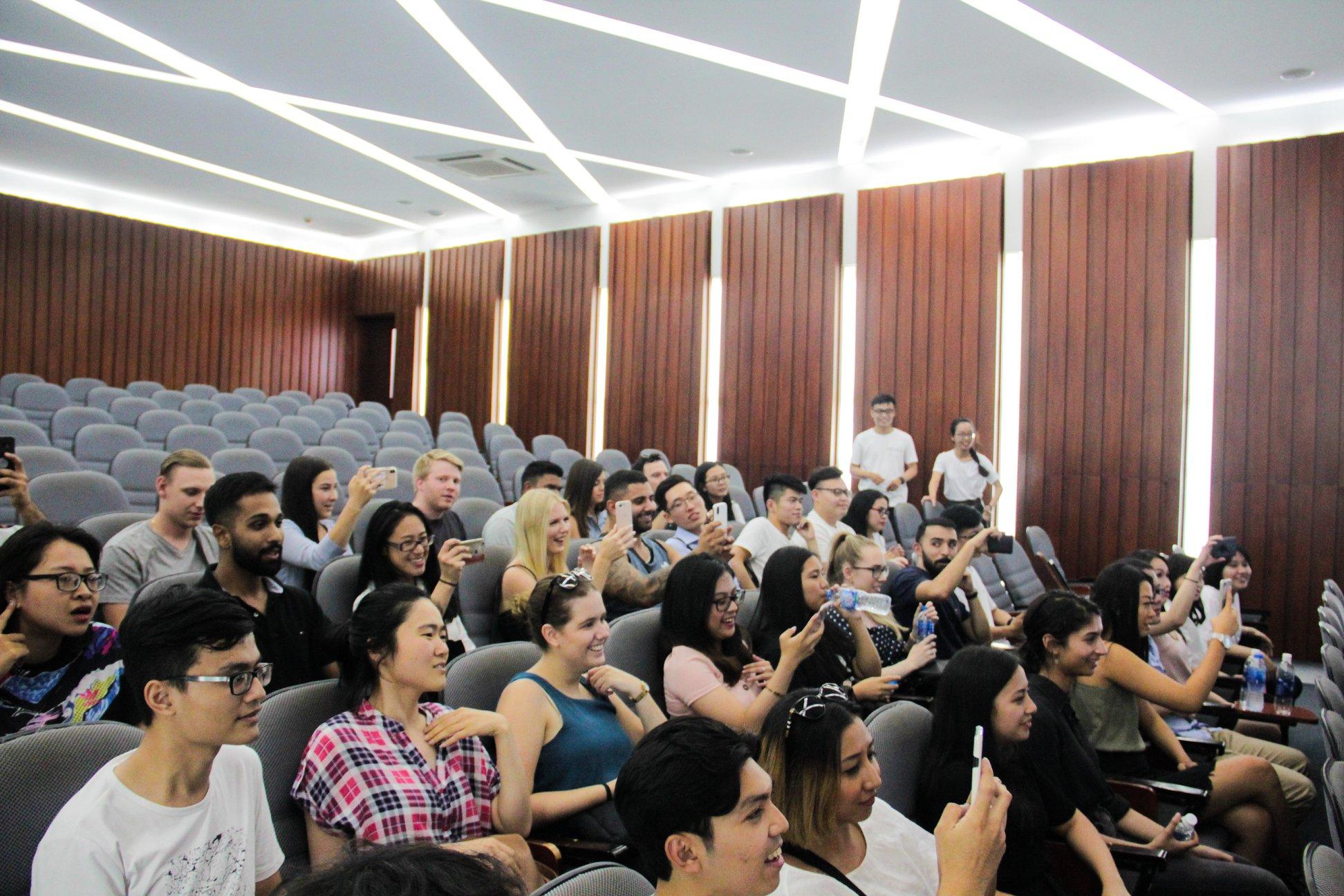 Những hỗ trợ của OISP/ ĐHBK cho sinh viên nước ngoài