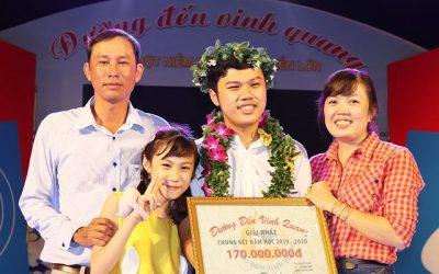 Thủ khoa ĐGNL ĐHQG-HCM 2021: Yêu Toán, mê Sử và thích làm thơ
